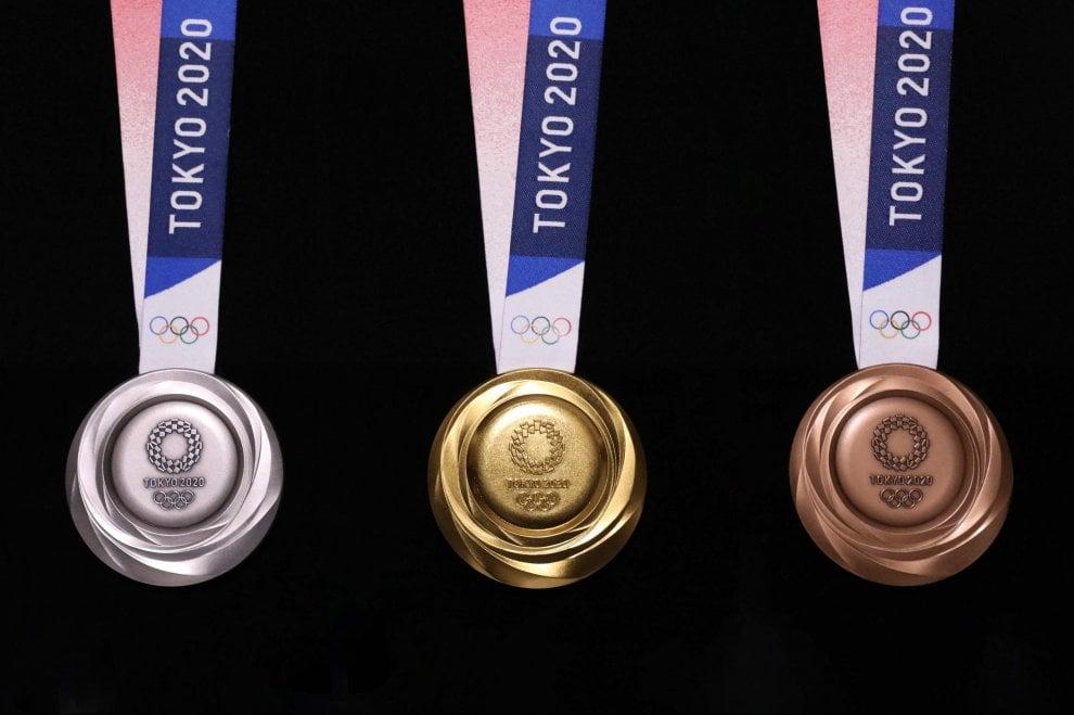 Tokyo 2020, a un anno dai Giochi presentate le medaglie olimpiche
