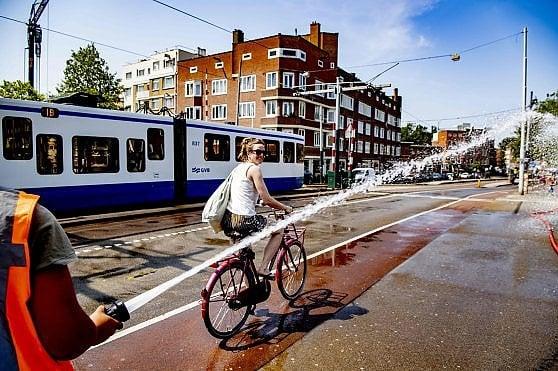 Parigi sfiora i 43°, è il giorno più caldo di sempre. Record nazionali in Germania, Olanda e Belgio