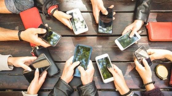 Lavoro, attenzione alle tracce lasciate sui social: così i recruiter scoprono chi siete