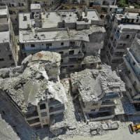 Siria, bombe sulla città di Ariha: uccisi 15 civili, oltre metà sono bambini