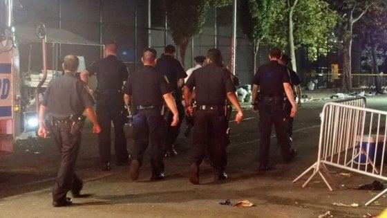 """Sparatoria in un parco a Brooklyn, 1 morto e 11 feriti. De Blasio: """"Toglieremo le armi dalle nostre strade"""""""