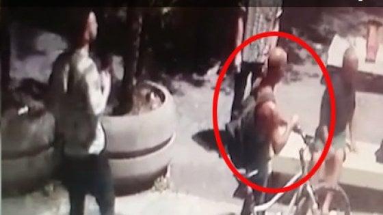 """Omicidio carabiniere, la telefonata al 112 di Brugiatelli: """"Mi hanno derubato della borsa, vogliono soldi"""""""