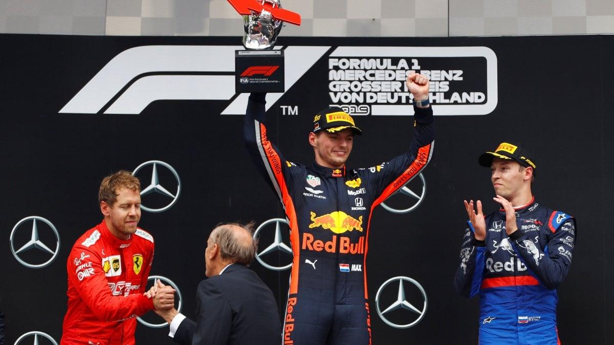 F1, pazzo Gp Germania: vince Verstappen, Vettel rimonta da ultimo a secondo