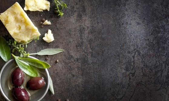 090019266-61984d4a-5767-4762-b60c-8d813bc123d6 Pane, olio e vino: la trinità della vita della Dieta mediterranea