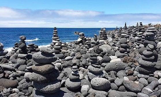 """Tenerife dice """"basta"""" alle statue di pietra in spiaggia. Ma non è così facile"""