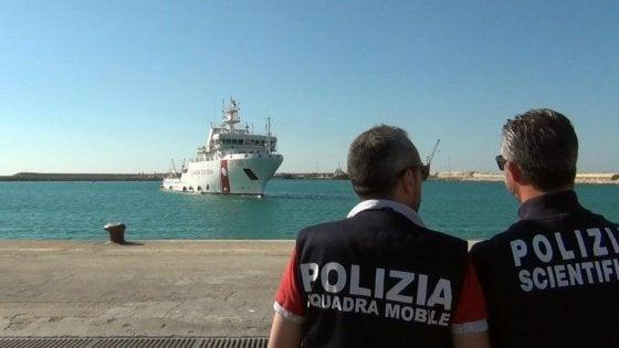 Migranti, Open Arms soccorre 52 persone al largo della Libia