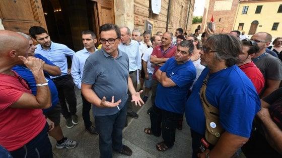 """Pd, sfida delle petizioni contro Salvini. Calenda: """"E fare uno sforzo di unità?"""". Renzi: """"Stop alla raccolta ma no a ossessioni su di me"""""""