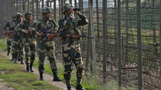Allerta terrorismo in Kashmir, evacuati 20mila turisti