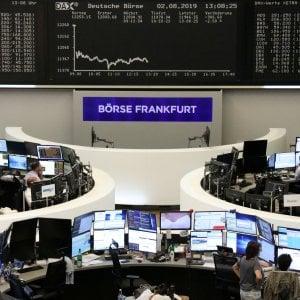 Mercati spaventati da Trump, corsa al Bund: tutti i rendimenti tedeschi sottozero