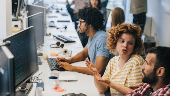 Fuga dei talenti digitali, ecco quanto vanno a guadagnare fuori dall'Italia
