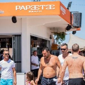 Salvini e l'inno al Papeete, le critiche dei vertici della Difesa