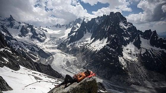 """Alpi. In un secolo, ghiacciai dimezzati. """"Fra poco, sotto i 3.500 metri, non ci sarà più niente"""""""