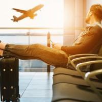 Viaggiatori sempre più tecnologici: dall'aeroporto al volo, tutti a caccia di WiFi