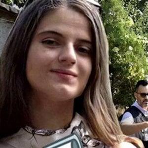 """Romania, le ultime telefonate di Alexandra: """"Per favore fate presto, non riattacchi"""". """"Abbiamo altre chiamate"""""""