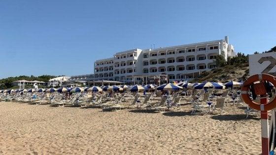 Lega, partenza flop per il beach tour. In spiaggia a Sabaudia non c'è nessuno e Salvini fa rotta sul Senato