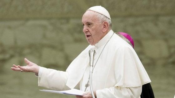 """Il Papa: """"La chiesa sia senza frontiere e apra le porte"""""""