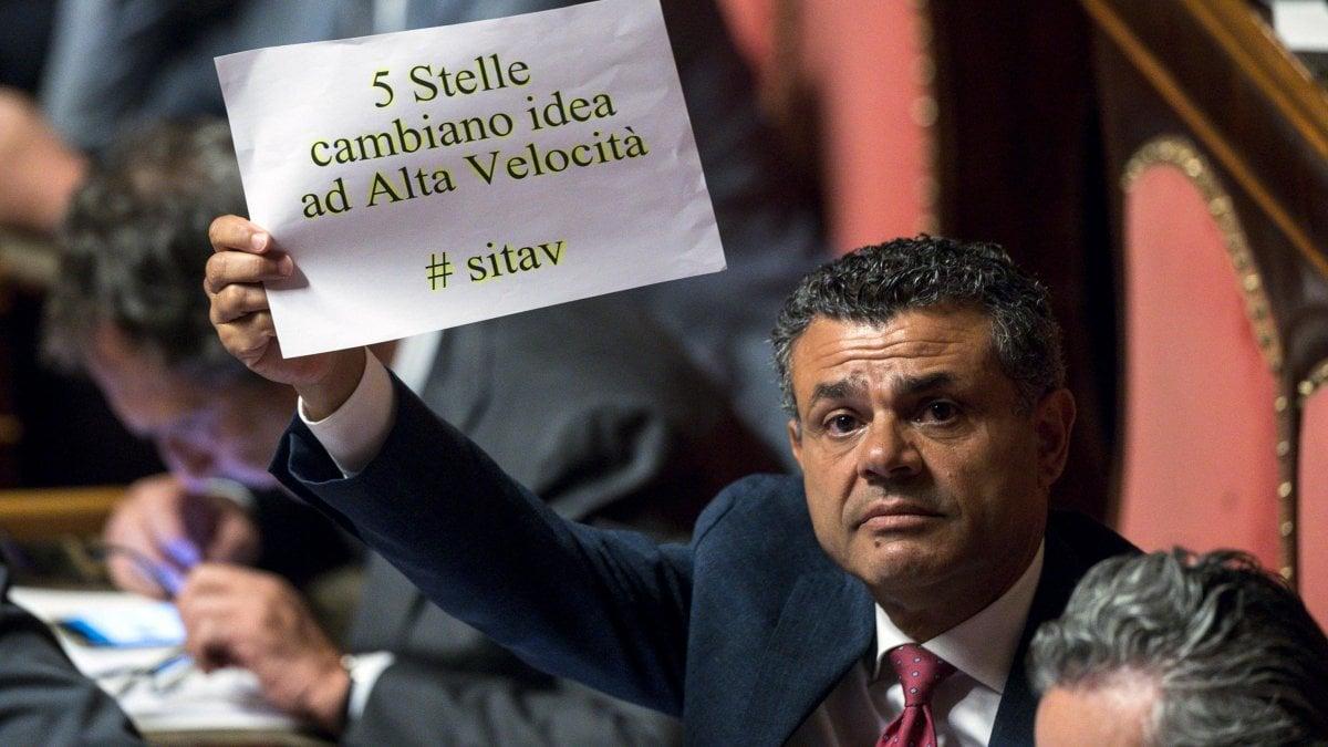 """Tav, battaglia in Senato. La Lega vota col Pd. M5S: """"Inciucio"""". Salvini: """"Con gli attacchi 5S non si può lavorare"""""""