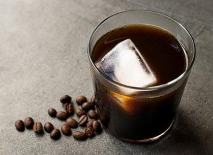 Quando l'estate si fa calda la tazzina incontra il ghiaccio: caffè freddo, sì, ma creativo