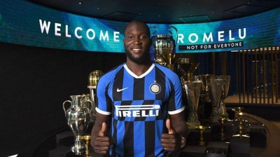 L'Inter ufficializza Lukaku e punta Dzeko, niente Premier per Mandzukic e Dybala
