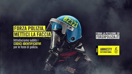 """La lotta di Amnesty per i codici identificativi delle forze dell'ordine: """"Così si tutelano i cittadini"""""""