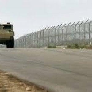 """Gaza, soldati israeliani uccidono 4 palestinesi: """"Sventata infiltrazione di un commando"""""""