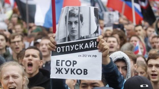 Opposizioni di nuovo in piazza a Mosca, fermata e rilasciata l'attivista Sobol