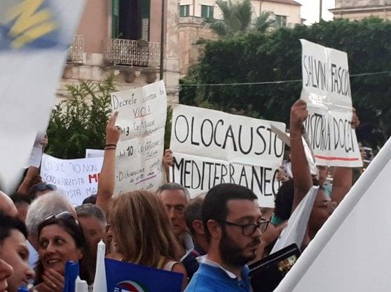 """A Siracusa e Catania contestato il vicepremier. Salvini: """"In settimana vedrò gli alleati del centrodestra"""""""