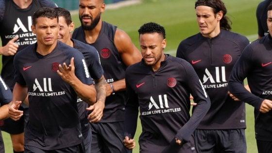 Psg, i tifosi scaricano Neymar. La sorella: ''Senza di lui non vinceranno nulla''