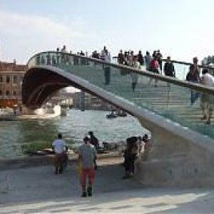 Venezia, l'architetto Calatrava condannato a pagare i danni per l'aggravio dei costi del quarto ponte sul Canal Grande