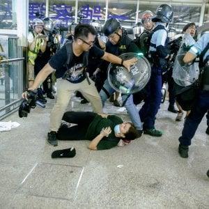 Hong Kong, i voli riprendono con le nuove misure restrittive per i manifestanti