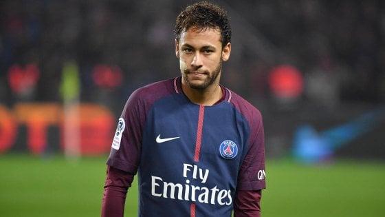Neymar, il Barcellona fa l'offerta al Psg: 100 milioni più Coutinho. Icardi-Dzeko-Higuain, il valzer non prende quota