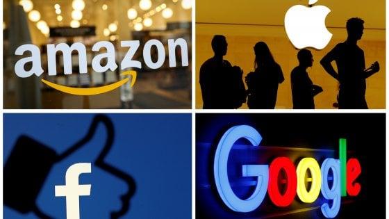 Privacy, anche Facebook ammette: messaggi vocali trascritti da operatori esterni