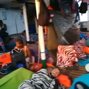 Decreto sicurezza, il Tar del Lazio sospende il divieto di ingresso in acque italiane. La Open Arms si dirige verso Lampedusa. Salvini firma il nuovo divieto