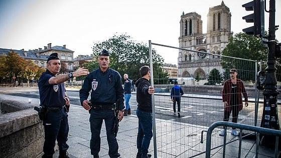 """Notre Dame """"non è stabile"""", pericolo di crolli"""