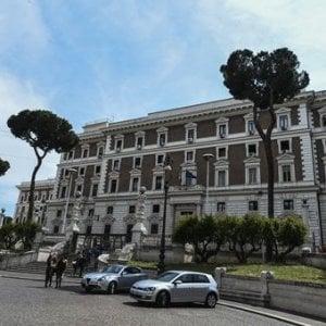 Italia, meno delitti ma più morti sulle strade. Calano gli sbarchi ma diminuiscono anche i rimpatri
