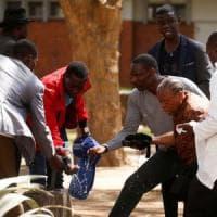 Zimbabwe, in piazza contro la fame e la crisi economica. Scontri con la polizia