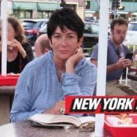 Epstein, l'autopsia conferma il suicidio. Rintracciata la sua complice Ghislaine Maxweel