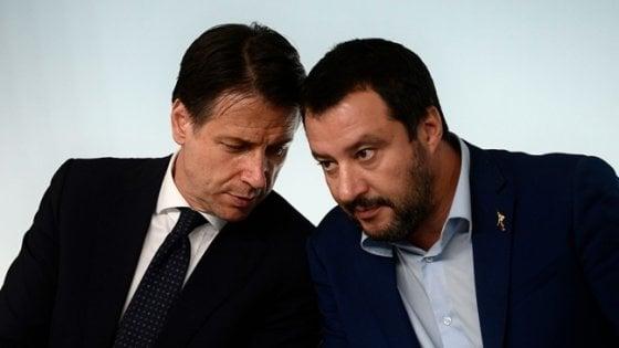 """Open Arms, Conte riscrive e Salvini cede: """"Autorizzo mio malgrado lo sbarco dei minori, scelta è solo del premier"""""""