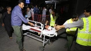 Kamikaze dell'Isis si fa esplodere a un matrimonio a Kabul: 63 morti