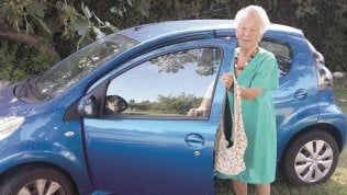 """Rep: La donna che guiderà fino a 100 anni: """"Meglio dei maschi"""""""