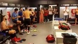 Dopo il gol epico al Barça, Adurizviene accolto così negli spogliatoi