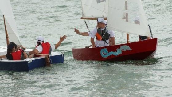 Costruire barche a vela e portarle in mare: l'avventura pirata di 180 ragazzi con e senza disabilità
