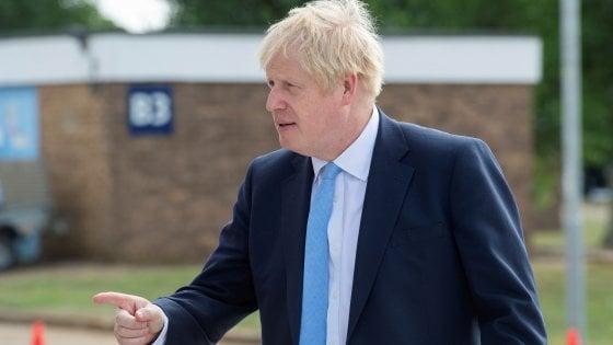 """Brexit, rapporto del governo: con il """"no deal"""" rischio di scarsità di cibo, farmaci e carburante"""