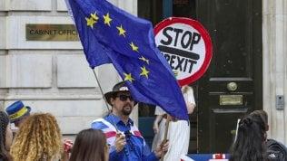Brexit, rapporto del governo: senza accordo rischio carenza di cibo, farmaci e carburante