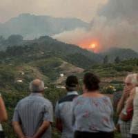 Gran Canaria devastata da un enorme incendio: 9 mila persone evacuate, distrutti 6 mila...