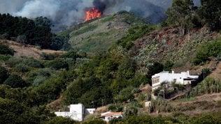 Gran Canaria devastata da un enorme incendio: 9 mila evacuati, bruciati oltre 6 mila ettari video