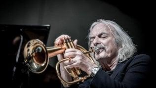 """Enrico Rava, gli 80 anni di un grande del jazz. """"Ascolto sempre Armstrong, con piacere"""""""