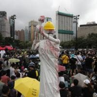 "Hong Kong, Twitter e Facebook accusano la Cina: ""Centinaia di migliaia di account falsi..."