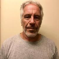 Epstein, unico erede è il fratello Mark. E spuntano altre accuse di molestie