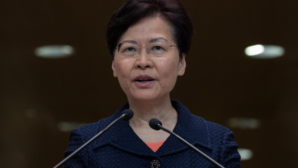 """Hong Kong,  Lam propone una """"piattaforma di dialogo"""". Tre i punti, ancora lontani dalle richieste della piazza"""